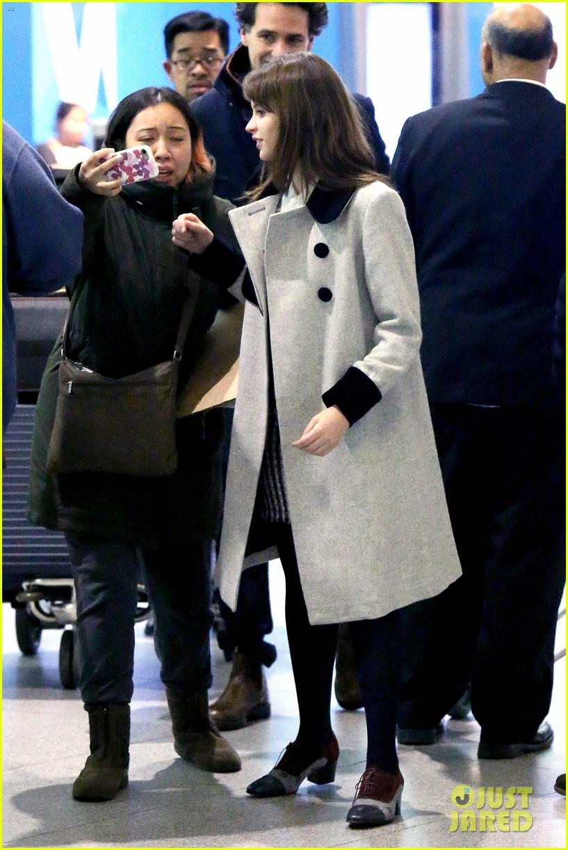 felicity jones holds hands with boyfriend charles guard at jfk 093816609