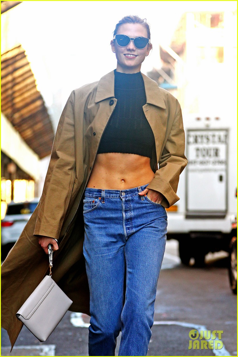 karlie kloss shows off her killer abs in nyc 013802987