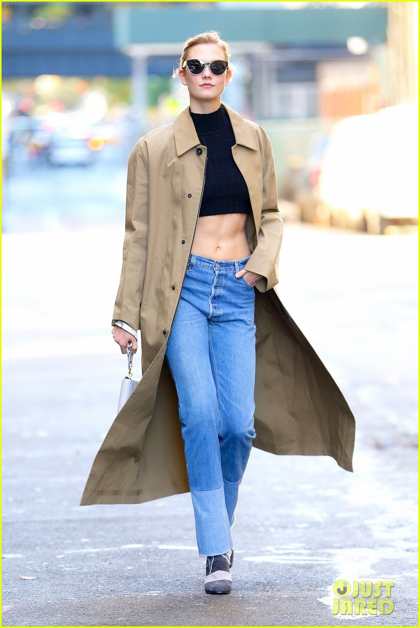 karlie kloss shows off her killer abs in nyc 023802988