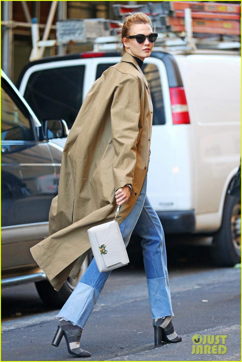 karlie kloss shows off her killer abs in nyc 043802990