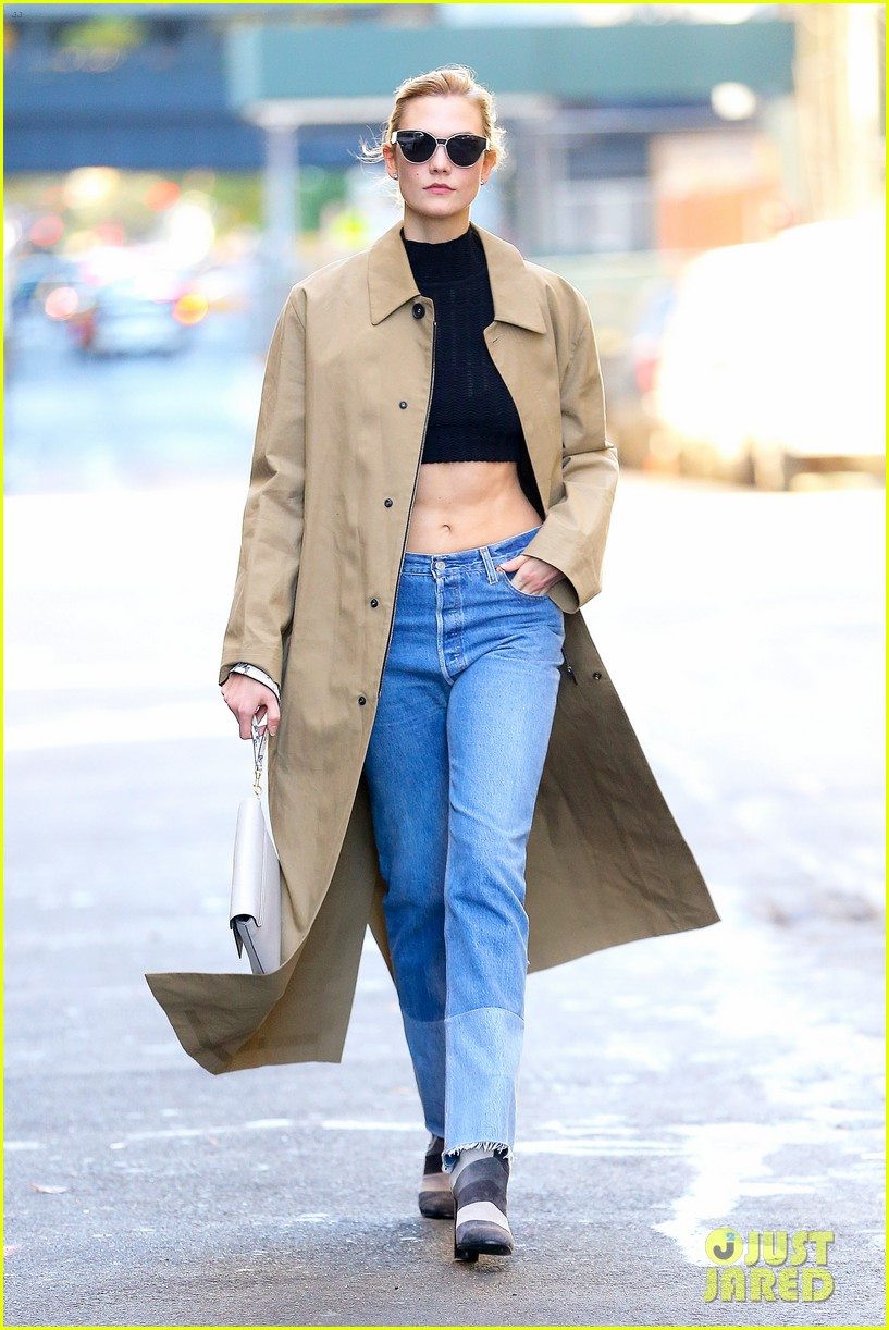karlie kloss shows off her killer abs in nyc 053802991