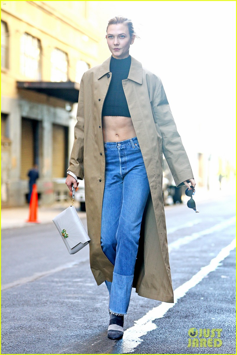 karlie kloss shows off her killer abs in nyc 083802994