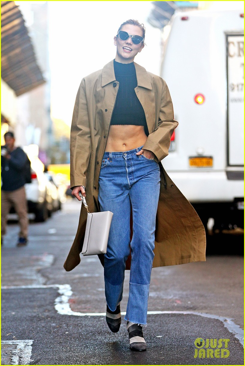 karlie kloss shows off her killer abs in nyc 093802995