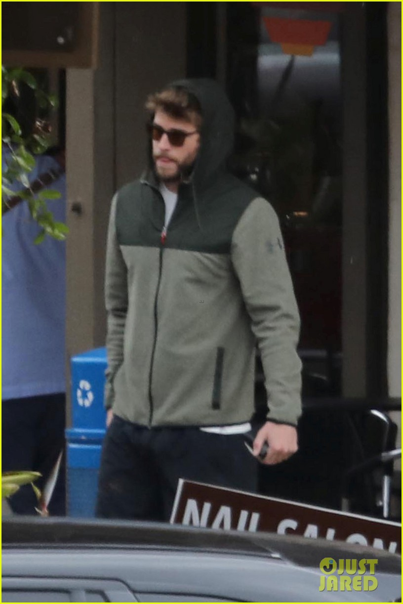 liam hemsworth spends time with family in malibu 033816226
