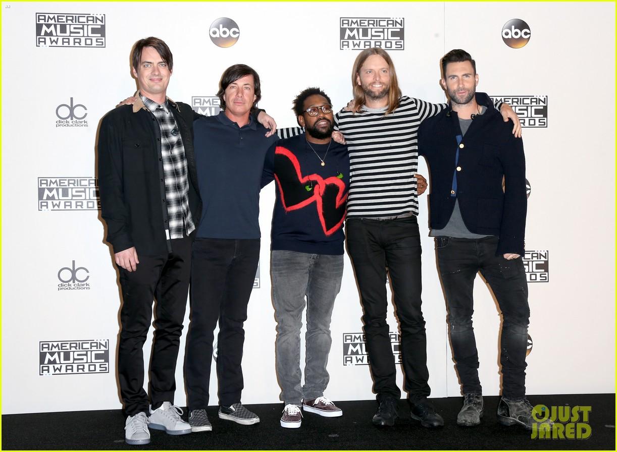 maroon 5 kendrick lamar american music awards 2016 023813136