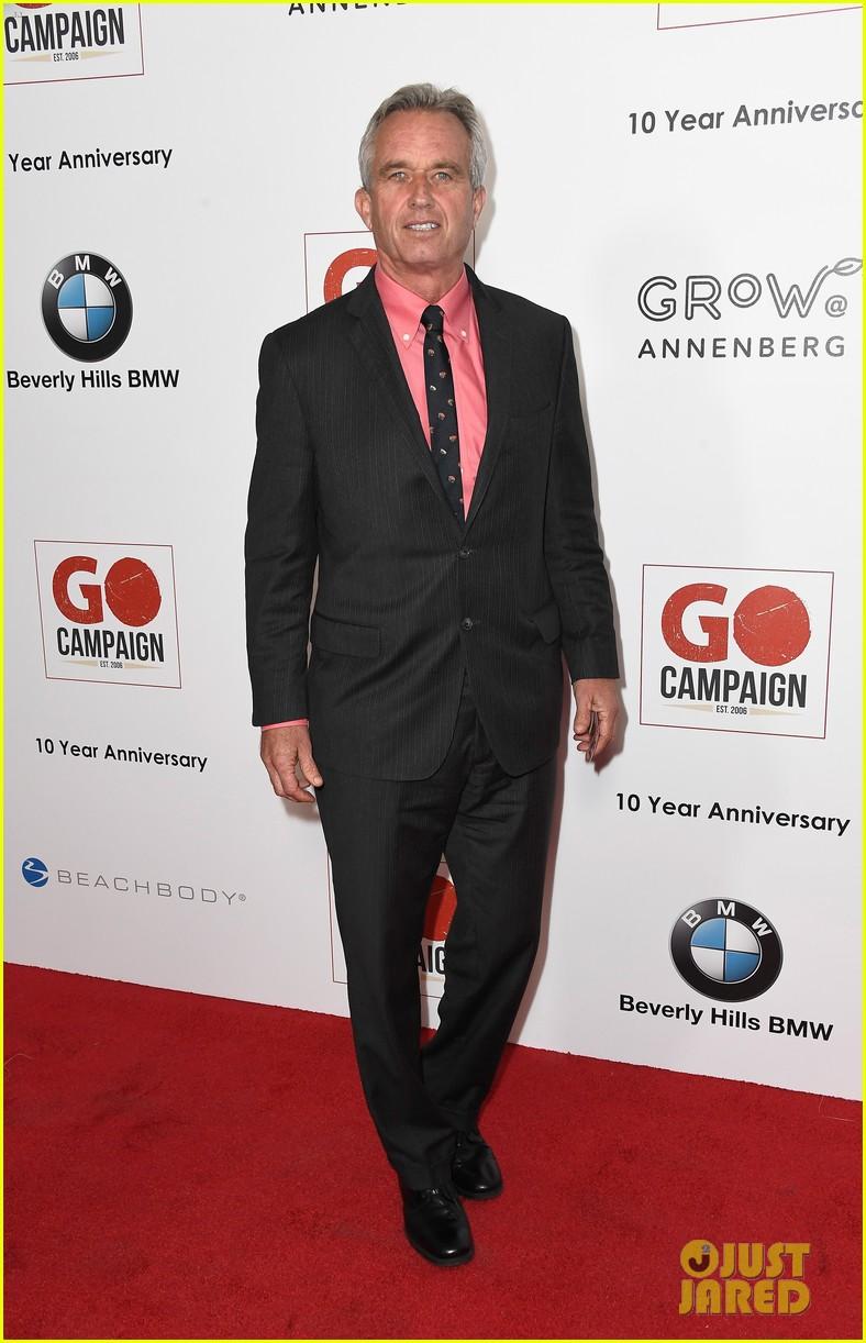 ewan mcgregor rob pattinson and liam hemsworth suit up for go campaign gala 153803042