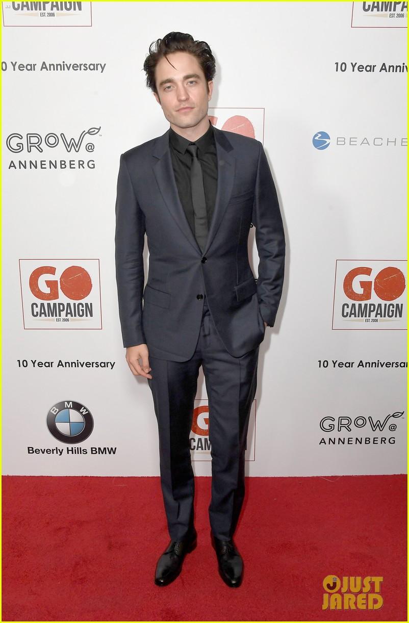 ewan mcgregor rob pattinson and liam hemsworth suit up for go campaign gala 263803053