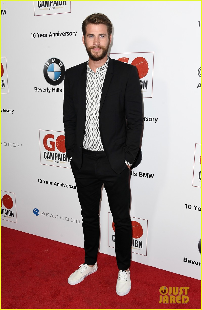ewan mcgregor rob pattinson and liam hemsworth suit up for go campaign gala 273803054