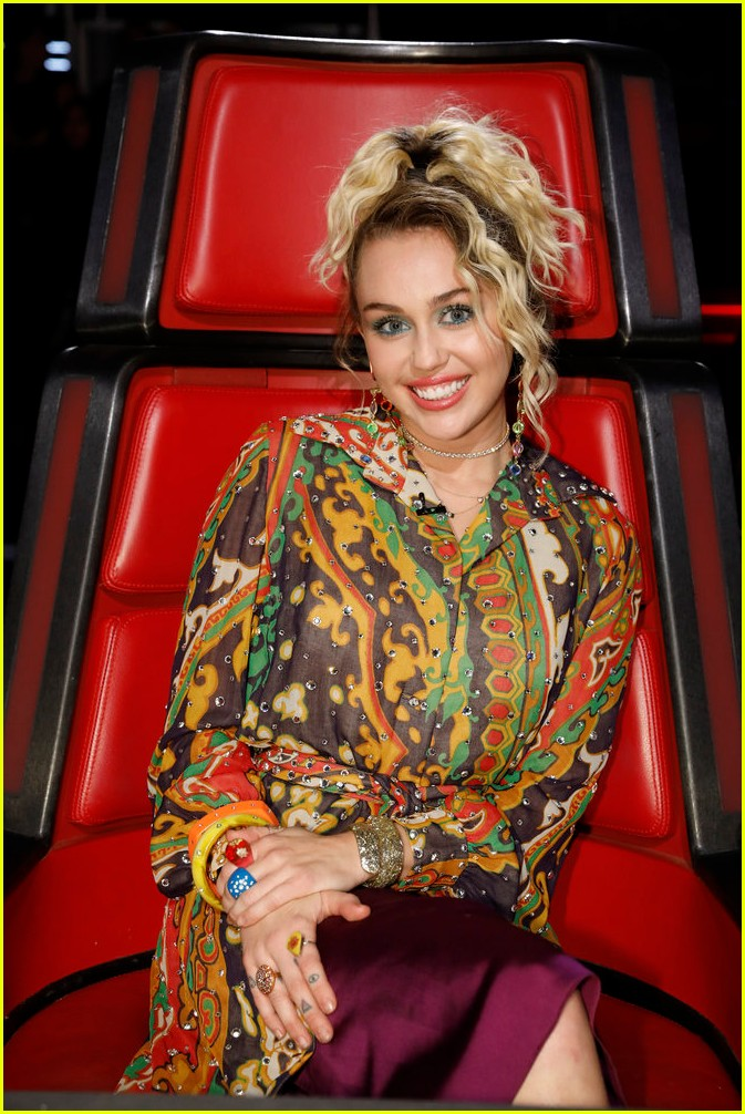 VIDEO Miley Cyrus Godmother Dolly Parton Sing Jolene Live On The Voice With Pentatonix