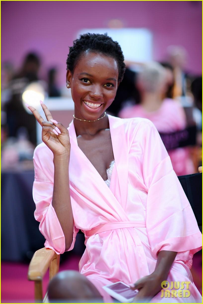 Victorias Secret Models Get Makeup Done For Fashion Show 2016