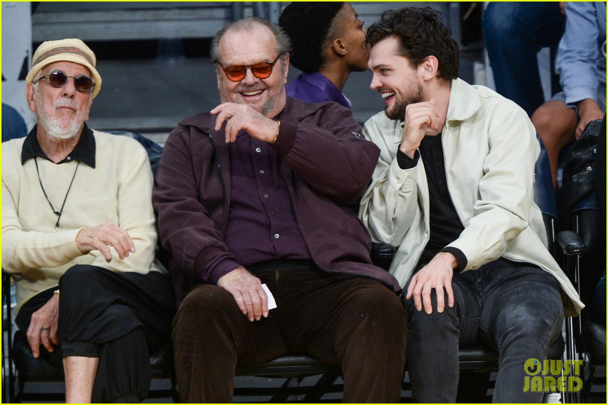 Jack Nicholson His Son Ray Share A Laugh At Lakers Game Photo 3815702 Jack Nicholson Ray Nicholson Pictures Just Jared Последние твиты от realmomson 72k (@realmomson). just jared