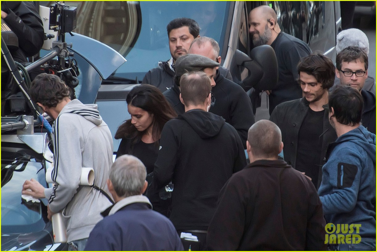 dylan obrien spotted on set for first time since accident 133814319