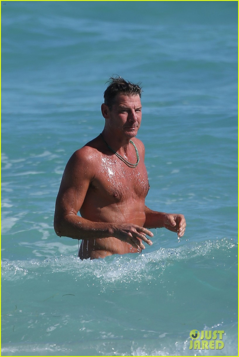 Extreme Makeovers Ty Pennington Goes Shirtless Puts Toned Body On