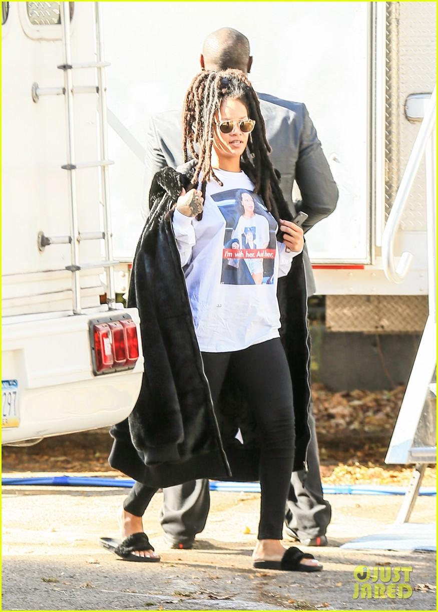rihanna wears photo of herself wearing hillary clinton shirt 333804636