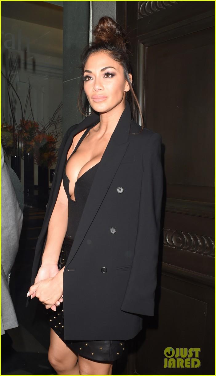 nicole scherzinger rocks revealing dress for night out in london 083817184