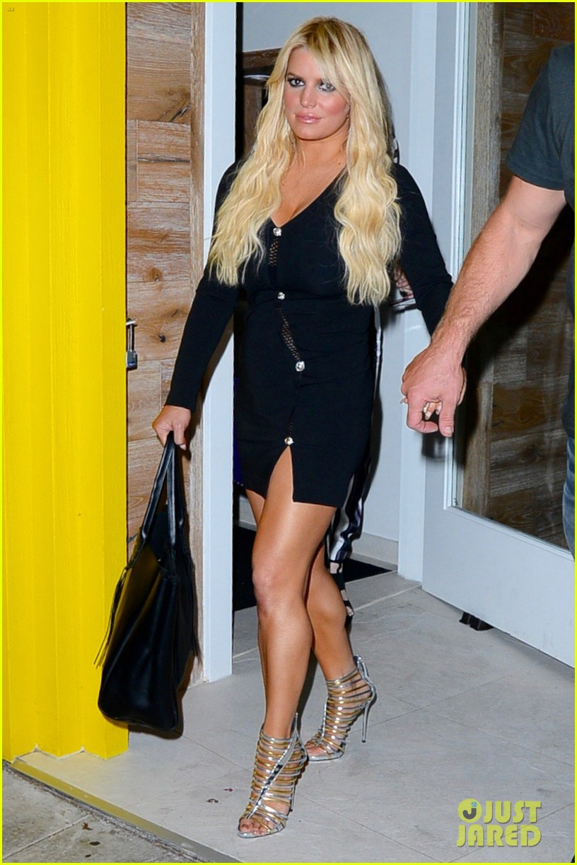 jessica ashlee simpson go on date nights with their guys 013802633
