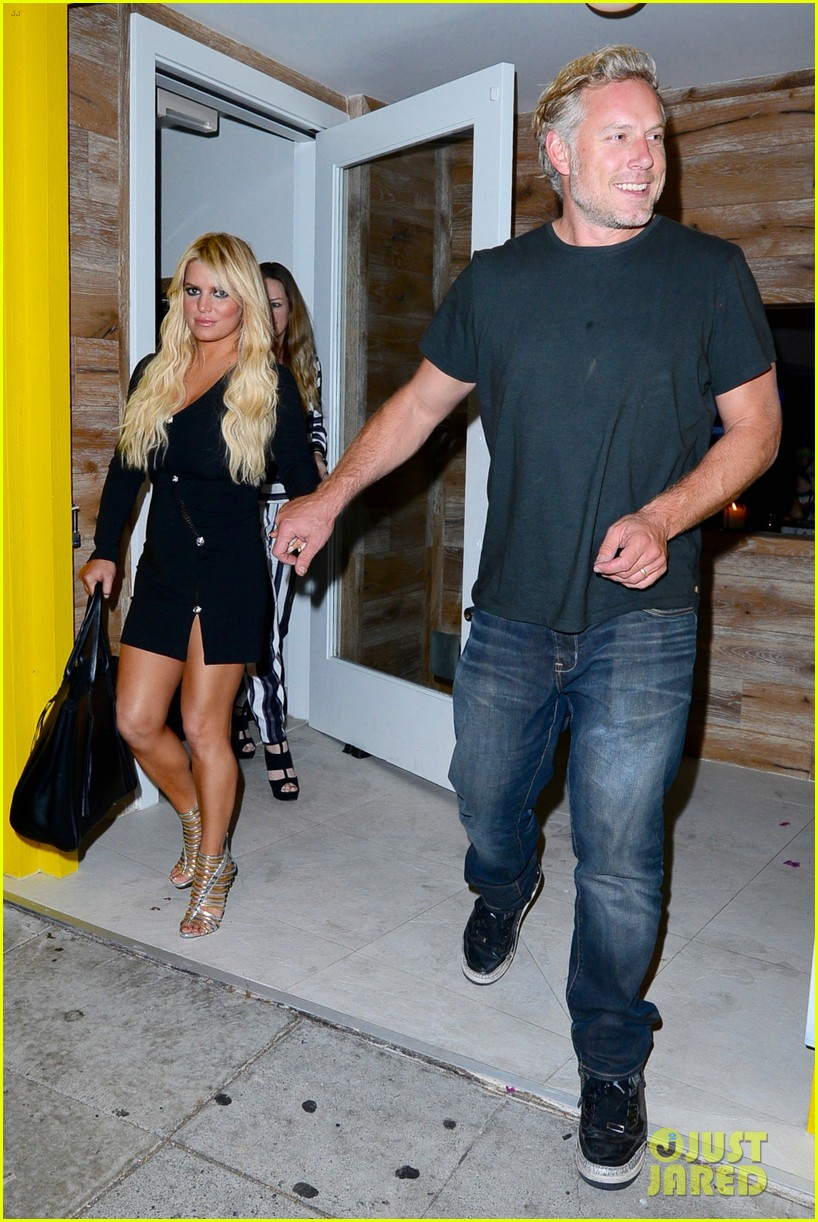 jessica ashlee simpson go on date nights with their guys 033802635