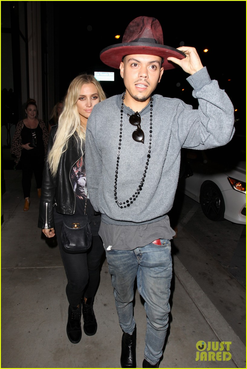 jessica ashlee simpson go on date nights with their guys 043802636