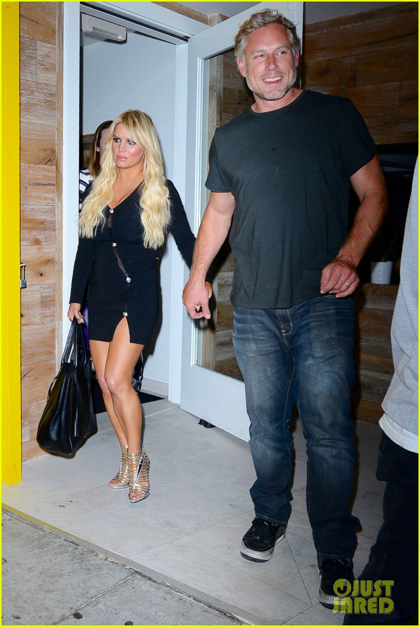 jessica ashlee simpson go on date nights with their guys 063802638