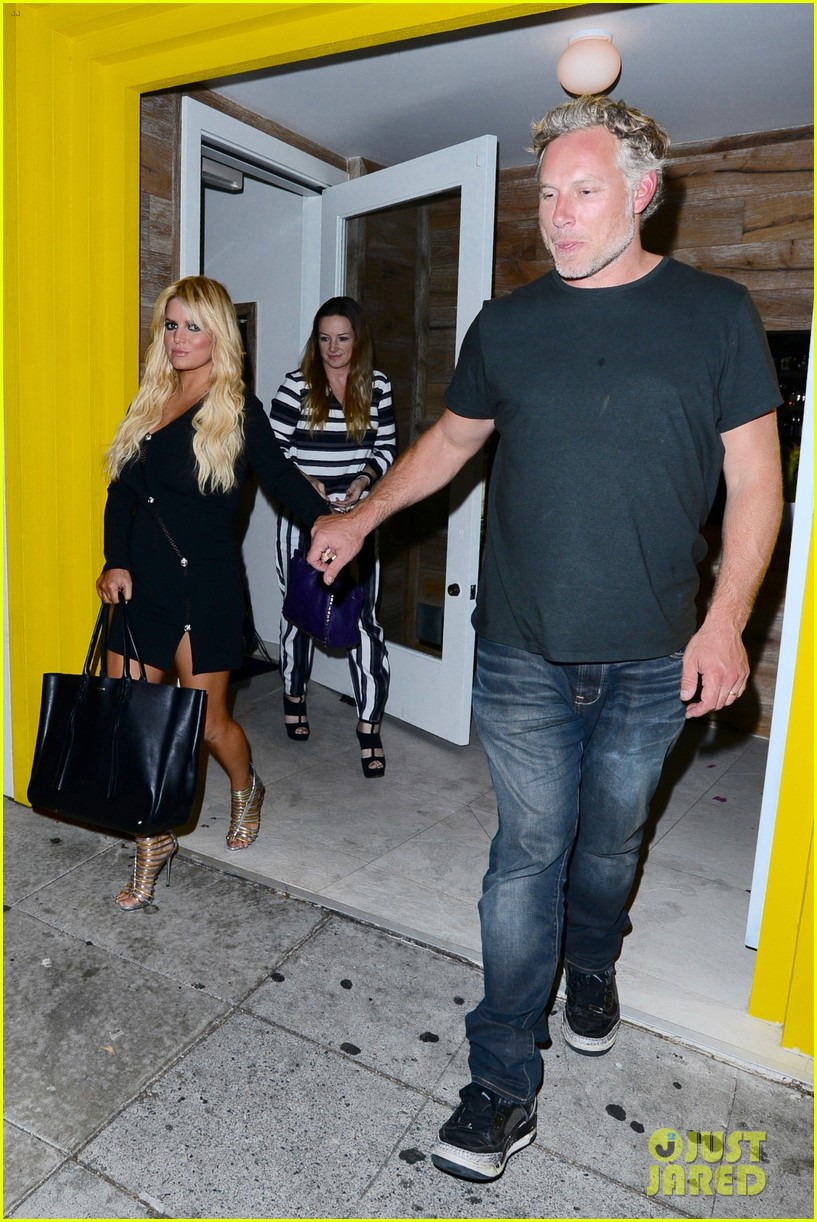 jessica ashlee simpson go on date nights with their guys 103802642