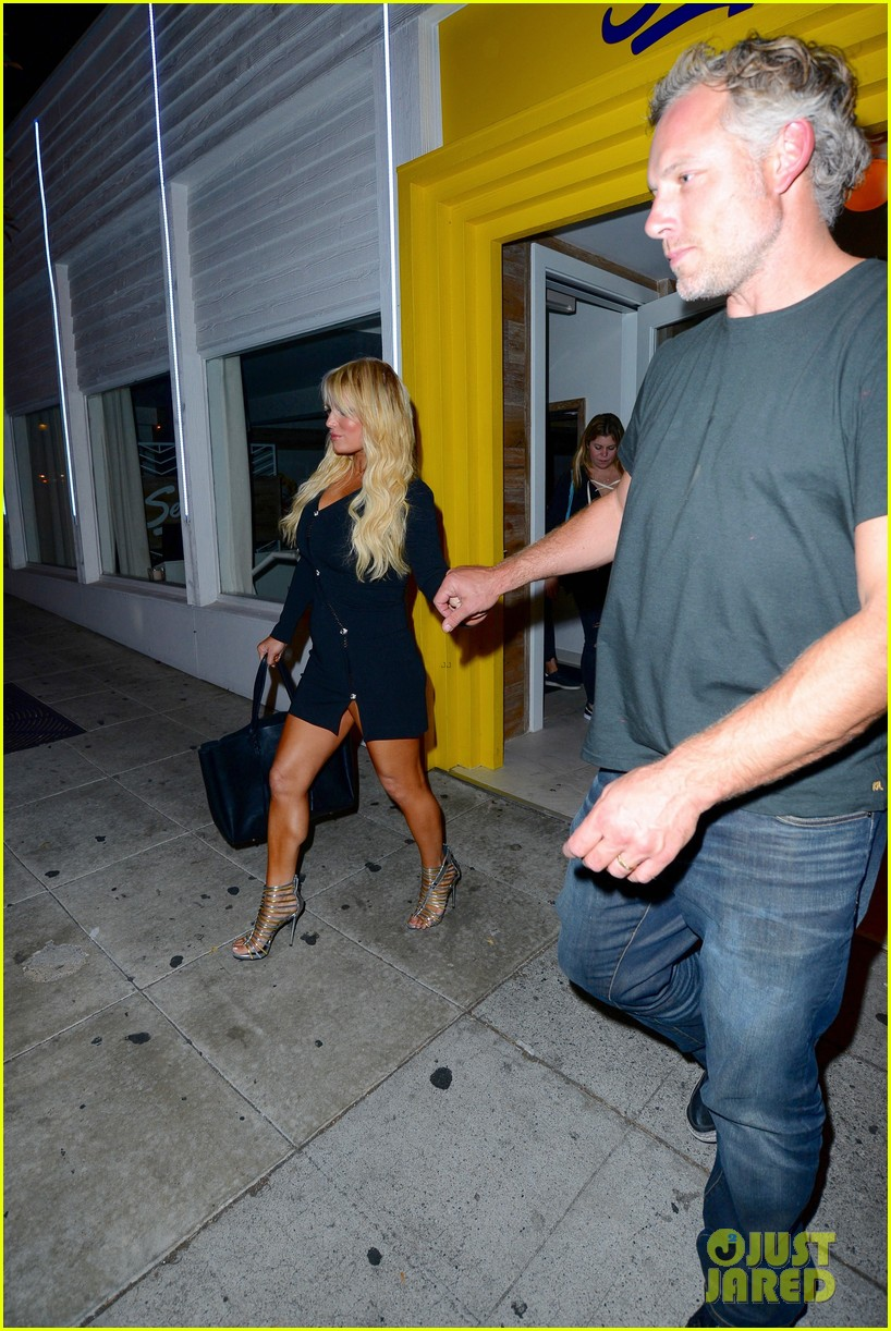 jessica ashlee simpson go on date nights with their guys 133802645