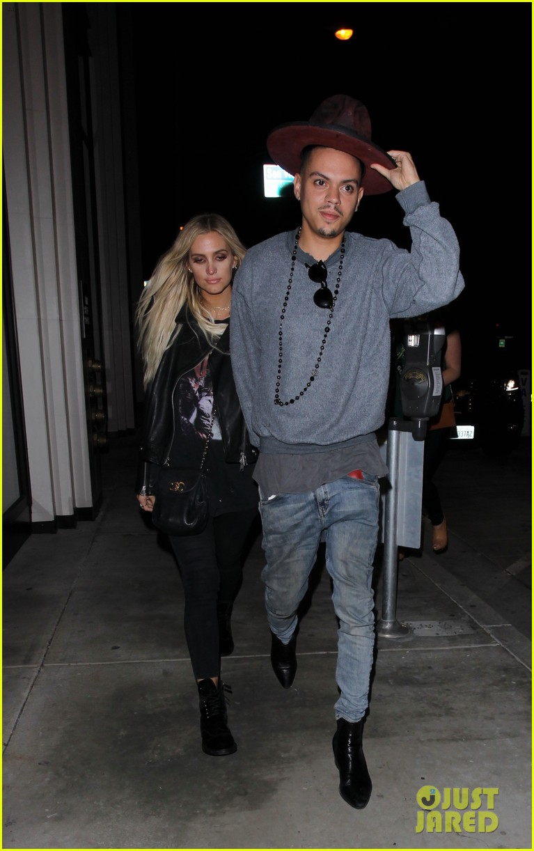 jessica ashlee simpson go on date nights with their guys 163802648