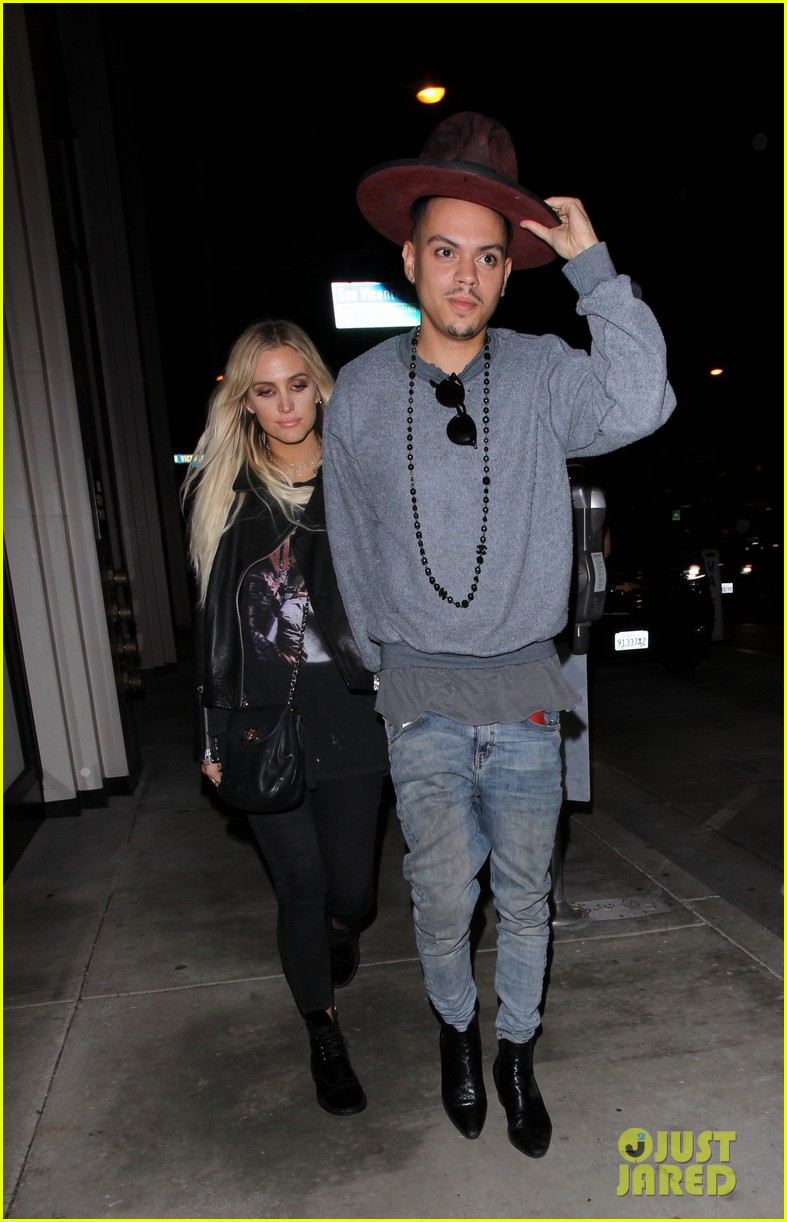 jessica ashlee simpson go on date nights with their guys 173802649