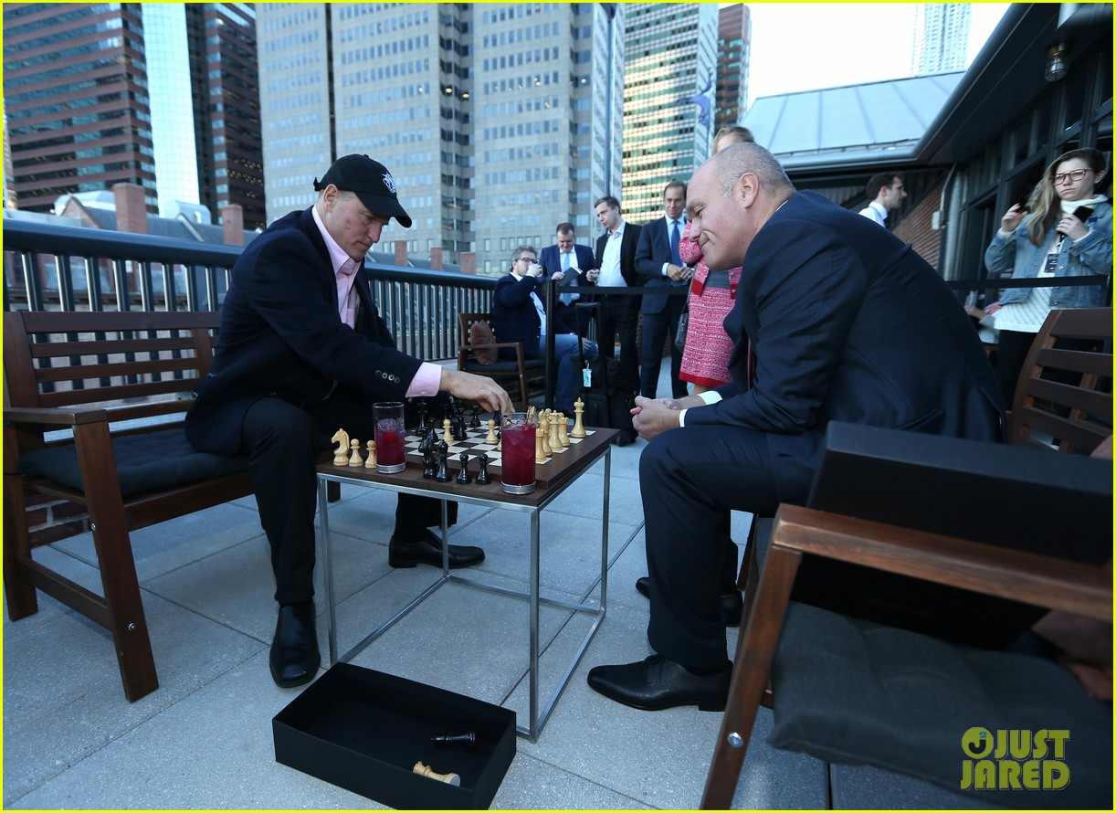 woody harrelson gets in some practice at world chess championship 153806783