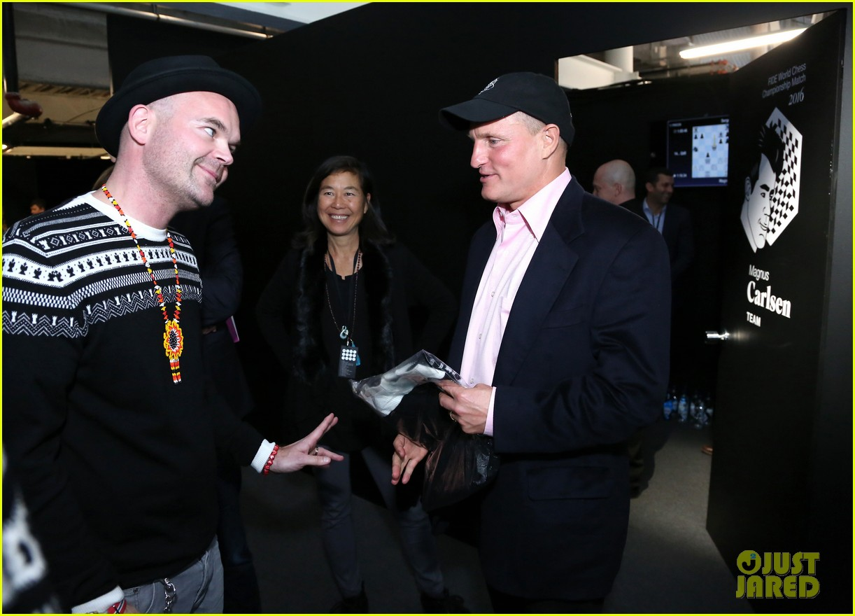 woody harrelson gets in some practice at world chess championship 213806789