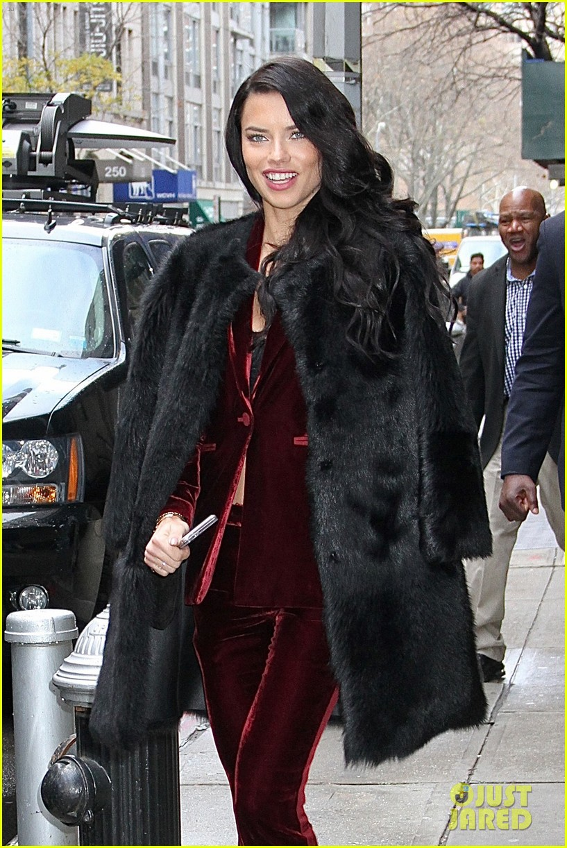adriana lima wants her daighters to follow in her footsteps 023821912