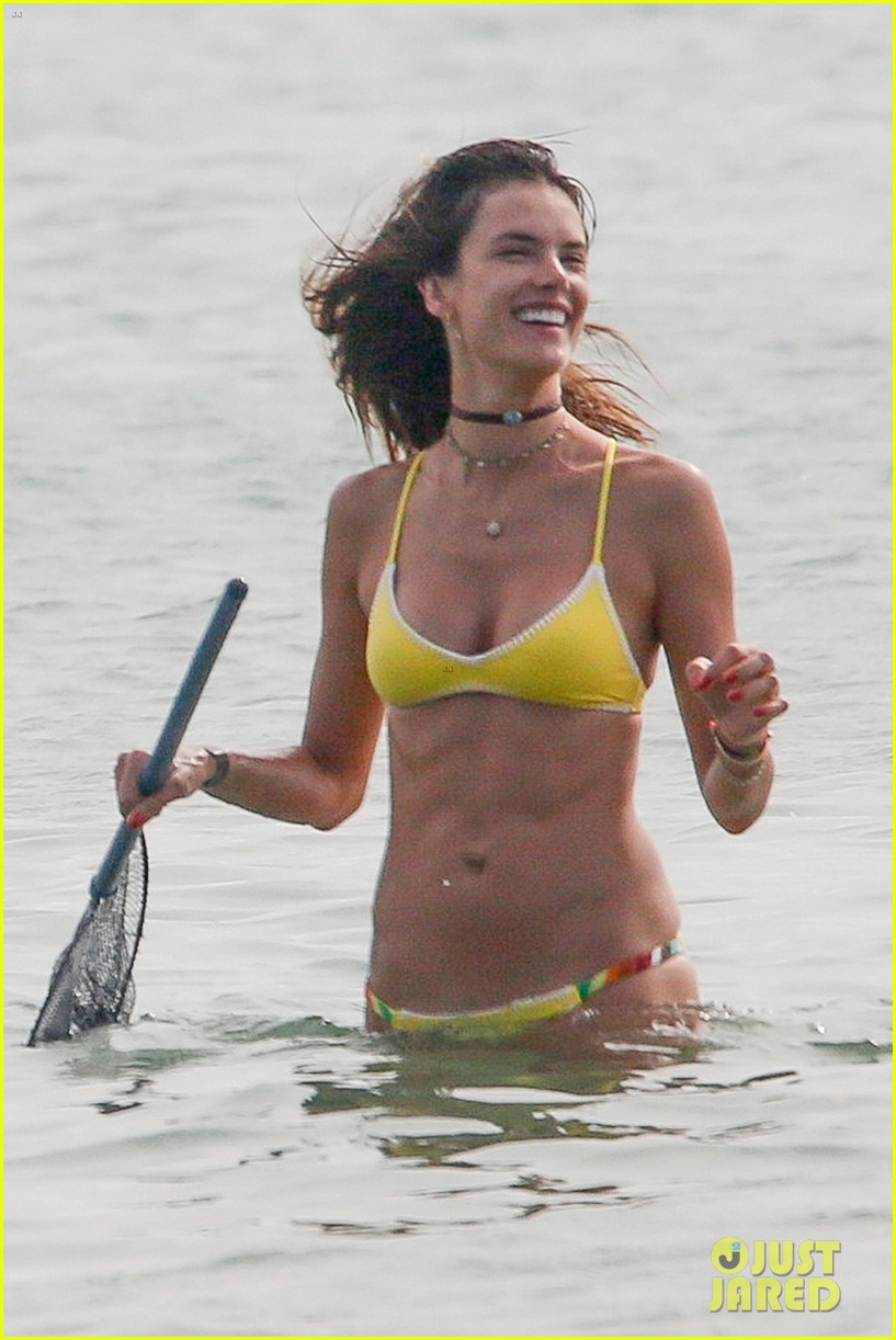alessandra ambrosio and her girlfriends make a splash in brazil 033834680
