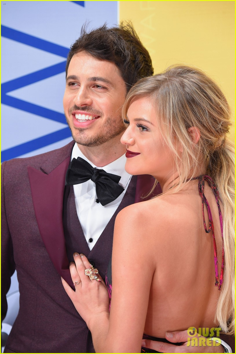 Kelsea Ballerini Is Engaged To Morgan Evans See Her Ring Photo