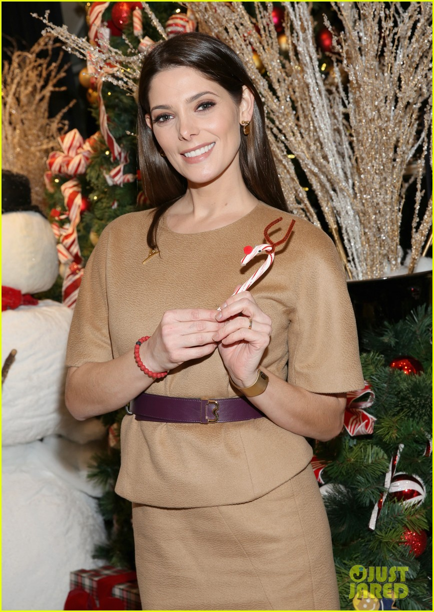 camilla belle & jaime king buddy up for brooks brothers holiday