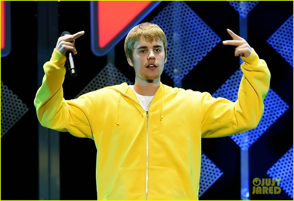 VIDEO Justin Bieber Covers Tracy Chapmans Fast Car At Jingle - Fast car artist