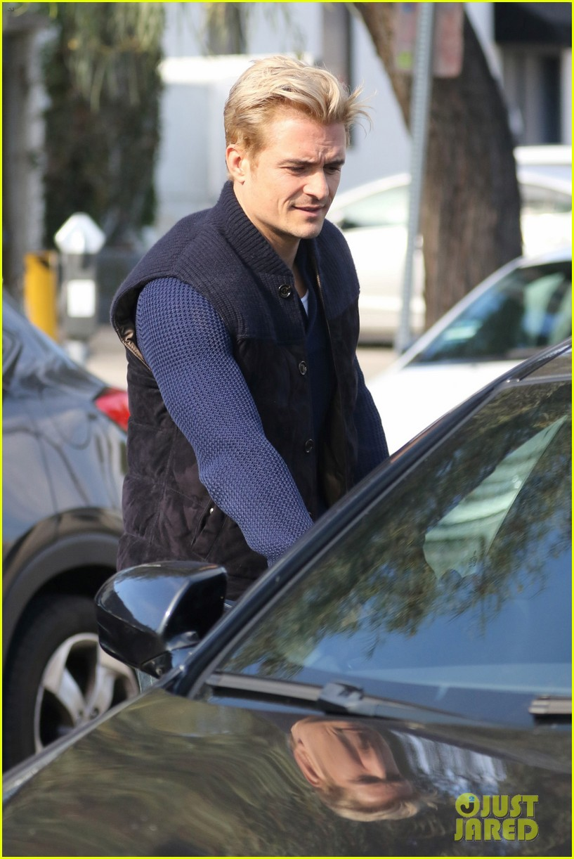 orlando bloom gets his blond hair touched up 113819293