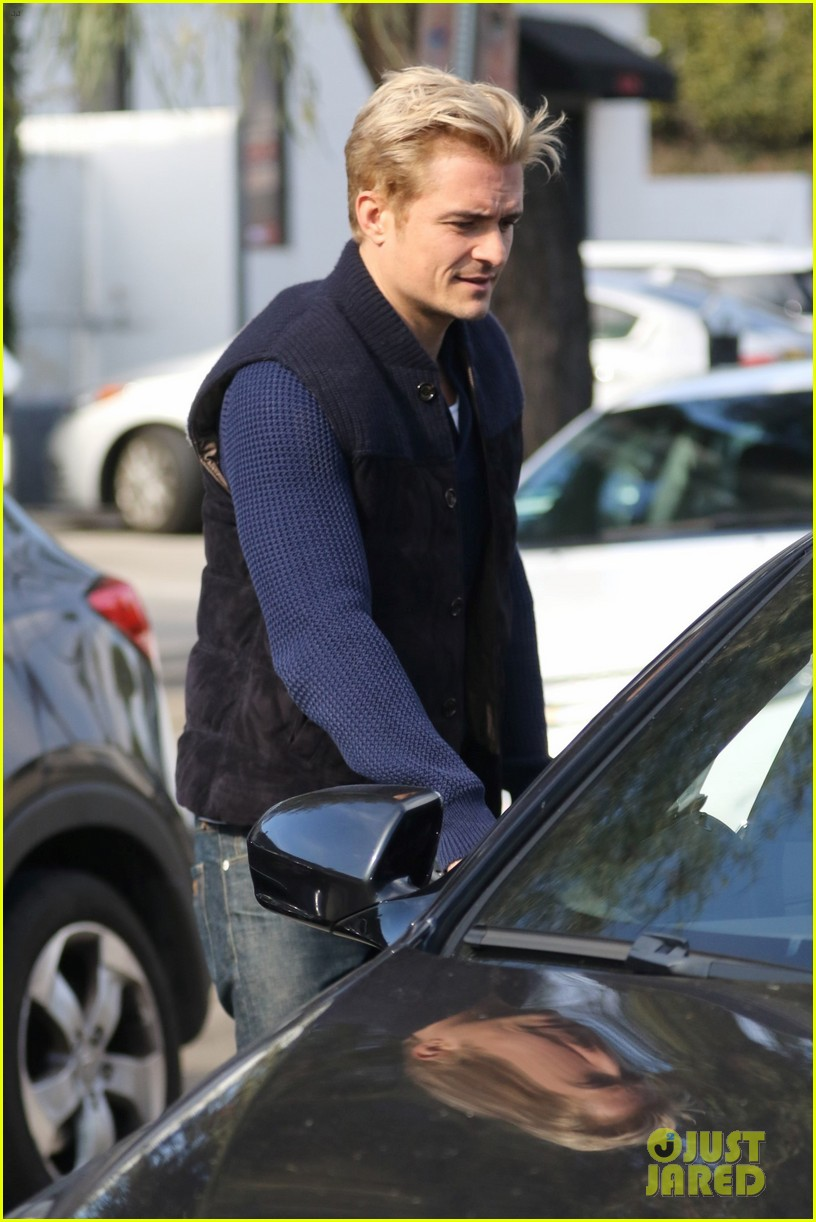 orlando bloom gets his blond hair touched up 133819295