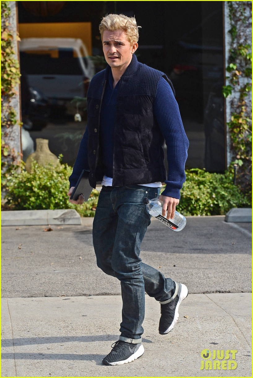 orlando bloom gets his blond hair touched up 153819297