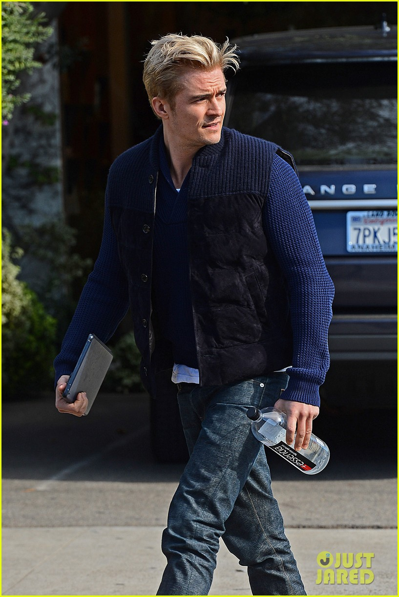 orlando bloom gets his blond hair touched up 183819300