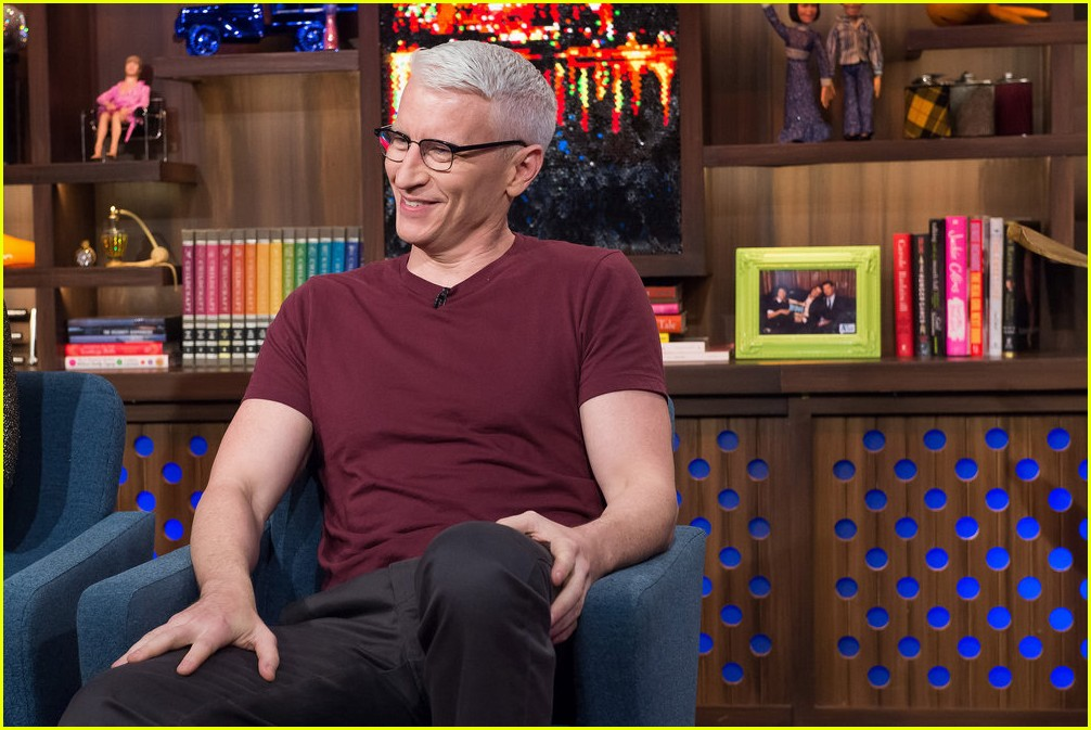 anderson cooper reveals why he never dated andy cohen 123819214