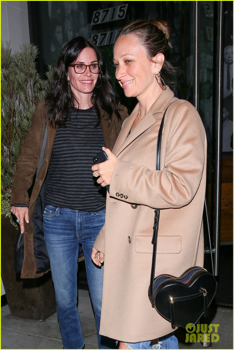 courteney cox grabs dinner with pal jennifer meyer in weho 013824176
