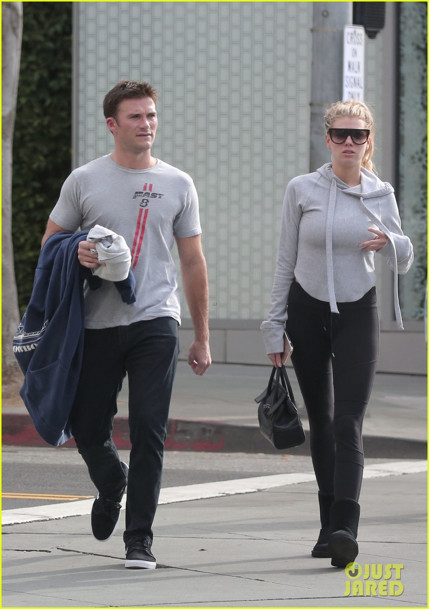 scott eastwood charlotte mckinney work on fit bodies together 013833827