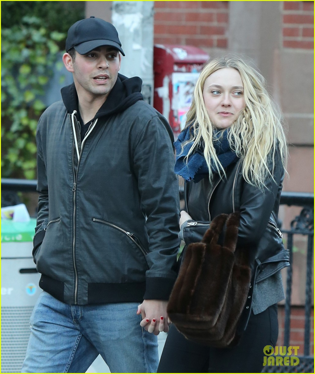 dakota fanning holds hands with mystery man in nyc2 053822151