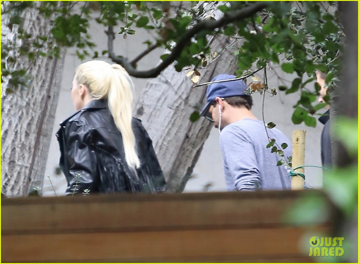 lady gaga stops by bradley coopers house 043825362