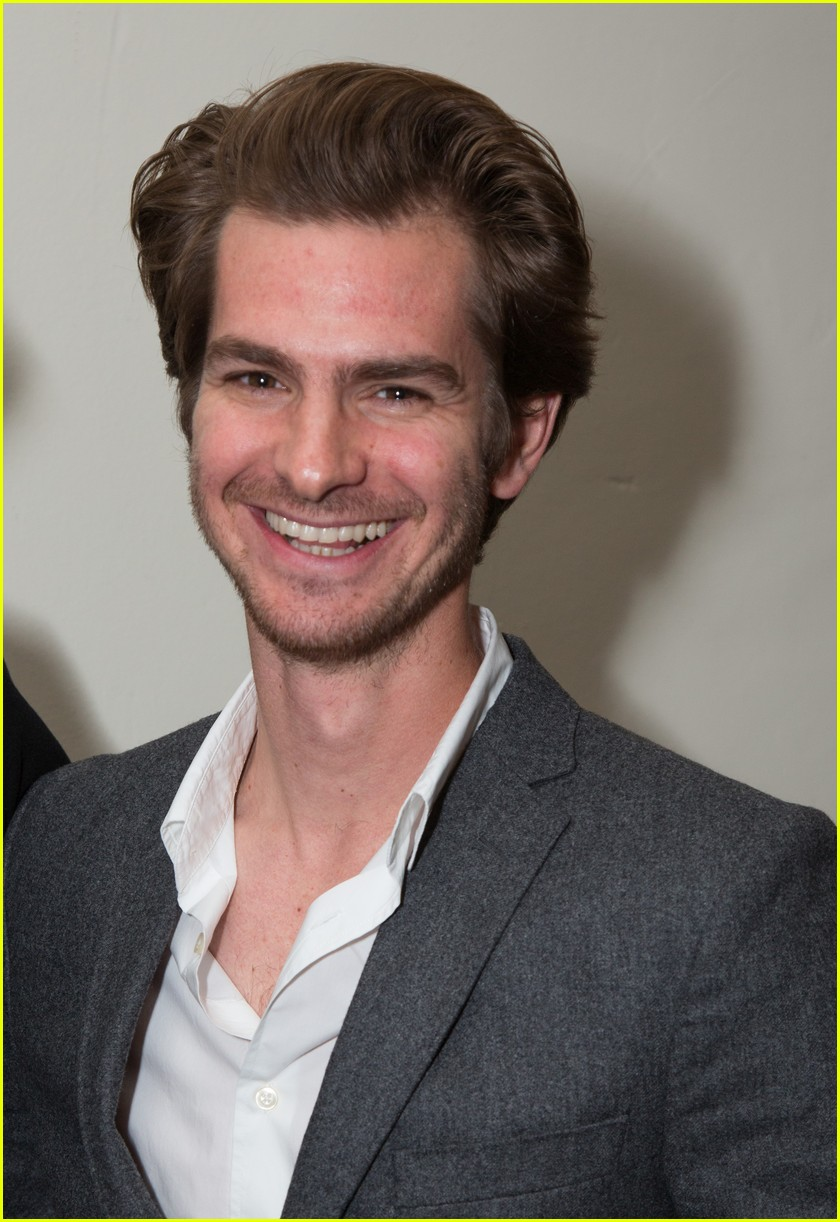 andrew garfield defines his relision as mostly confused 013821992