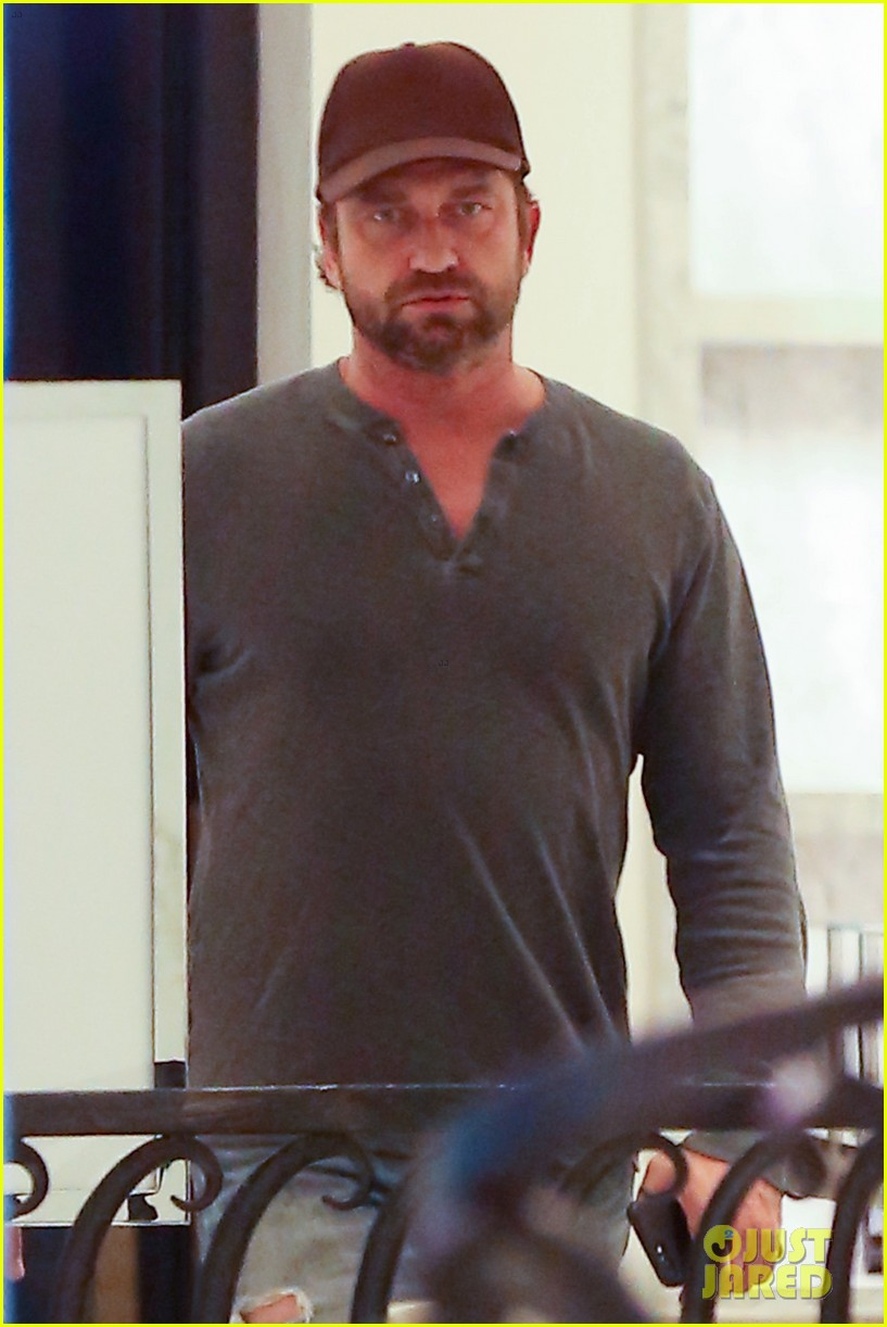 gerard butler barneys new york shopping 013831876