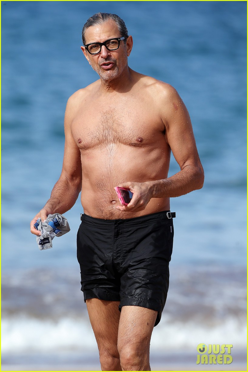 jeff goldblum goes shirtless in hawaii with pregnant wife emilie livingston 043826429