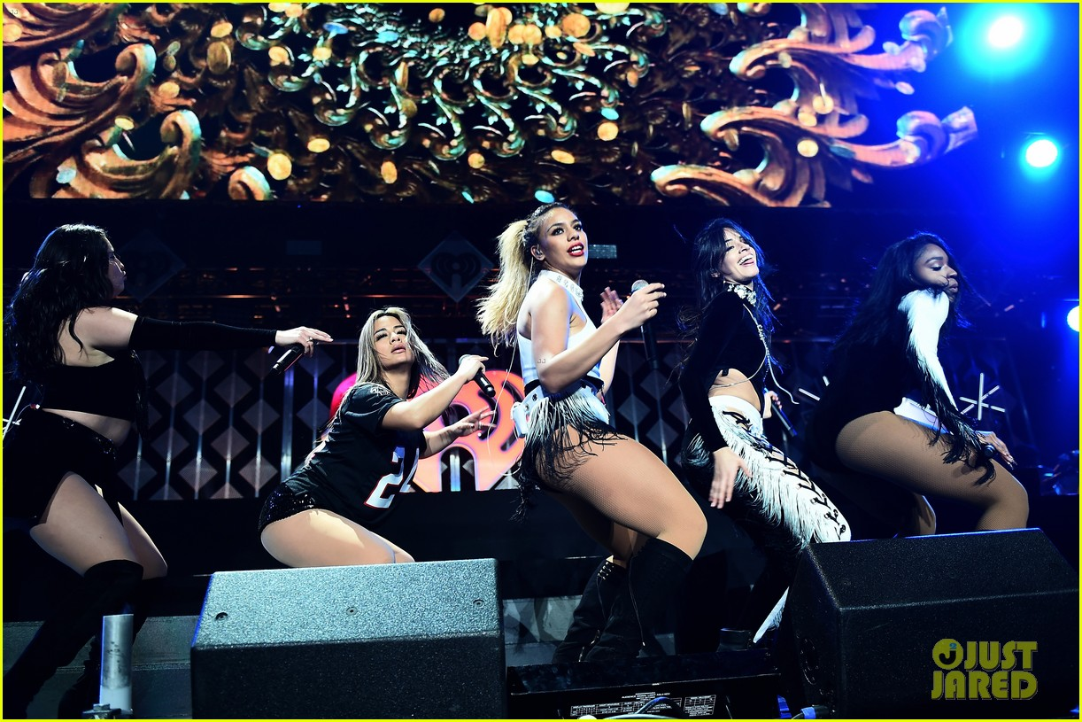 ariana grande dnce rock out at jingle ball 013829833