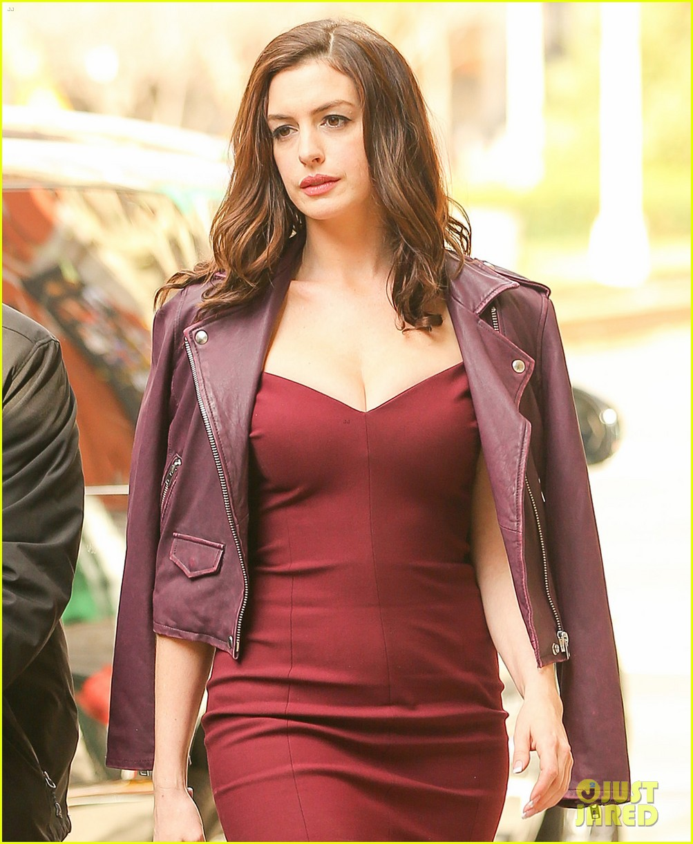Anne Hathaway Looks Stunning During 'Ocean's Eight