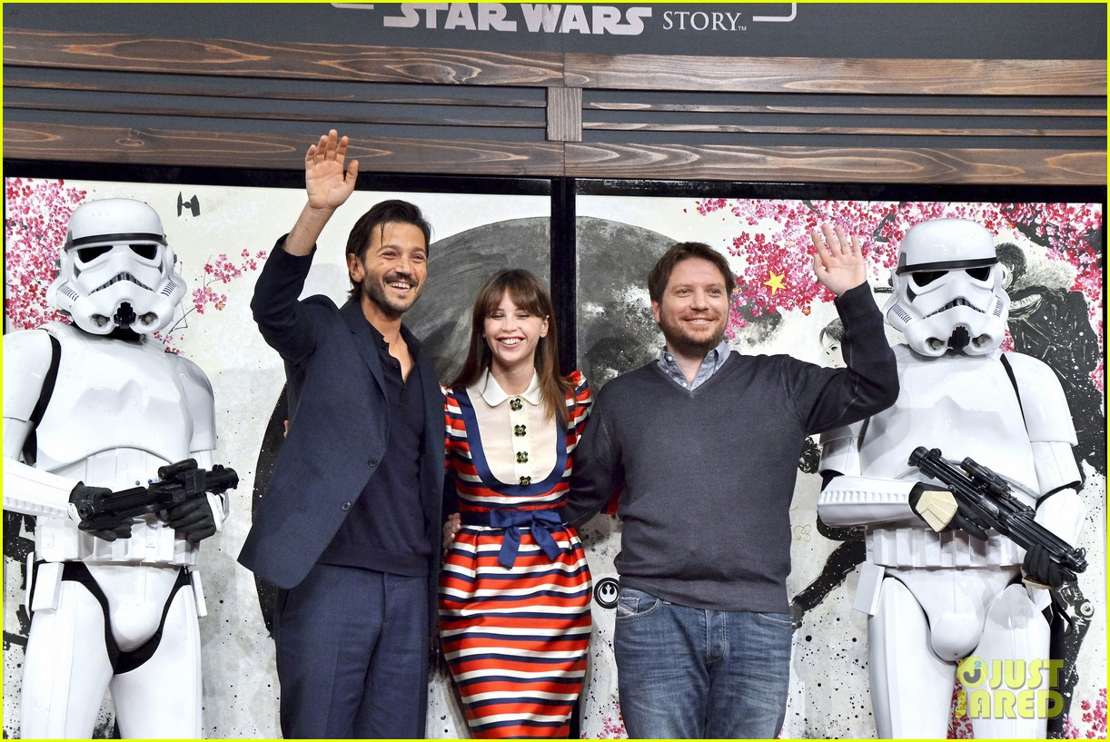 felicity jones rogue one having a female lead shouldnt be such a big deal 013823083