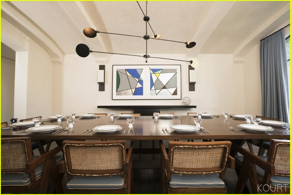 Kourtney Kardashian Shows Off Dining Room Where Shell Host Family For Christmas Brunch
